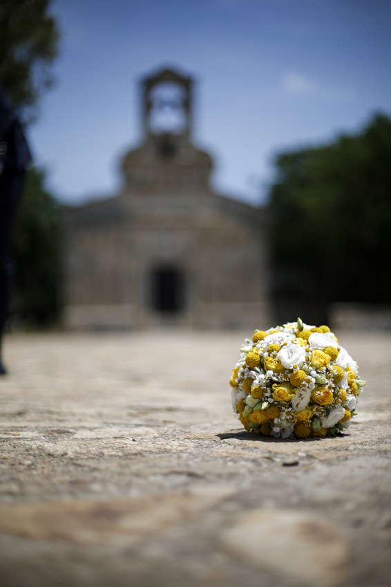 Marine Chaboud chanteuse lyrique - chapelle et bouquet